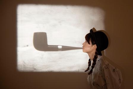 マルセル・ブロータース『パイプ(ルネ・マグリット)[これはパイプではないだろう]』展示風景