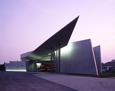 『ヴィトラ社消防所』ヴァイル・アム・ライン 1991-93年 竣工 photo:Christian Richters © Zaha Hadid Architects