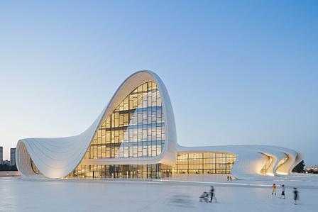 『ヘイダル・アリエフ・センター』バクー 2007~2012 竣工 photo: Iwan Baan ©Zaha Hadid Architects