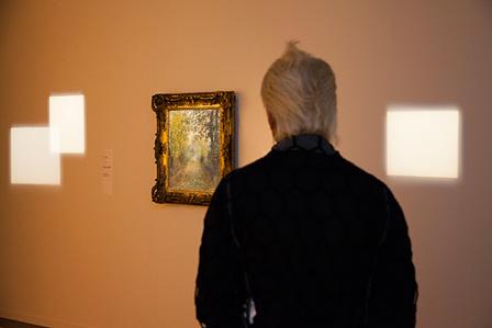 作品照明を展示した「Light(光 / 照明)」の展示風景