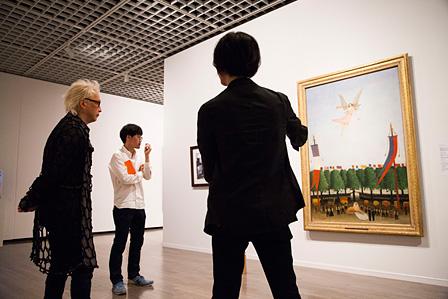 「Artist(アーティスト)」の展示風景 アンリ・ルソー『第22回アンデパンダン展に参加するよう芸術家達を導く自由の女神』