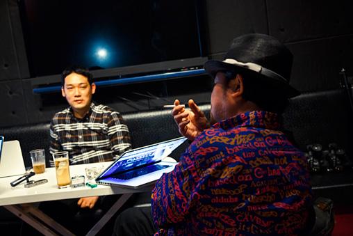 左から:土居伸彰、宇川直宏