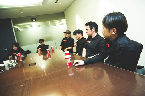 左から:小山田圭吾、砂原良徳、TOWA TEI、高橋幸宏、LEO今井、ゴンドウトモヒコ