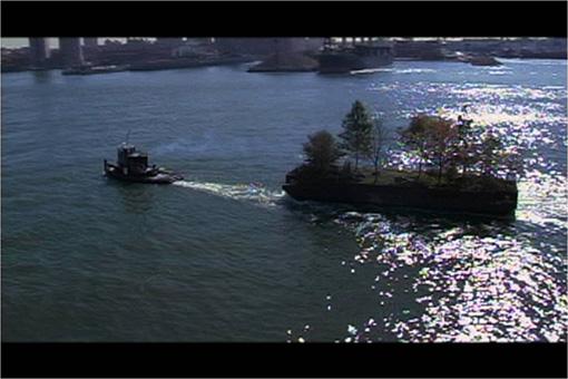 ロバート・スミッソン『マンハッタン島を周遊する島』 2005年 シングルチャンネル・ヴィデオ Estate of Robert Smithson, Courtesy James Cohan Gallery, New York / Shanghai and Electronic Arts Intermix(EAI), NewYork