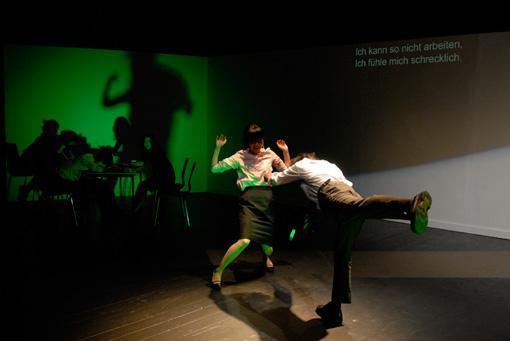 チェルフィッチュ『ホットペッパー、クーラー、そしてお別れの挨拶』 Photo:Dieter Hartwig