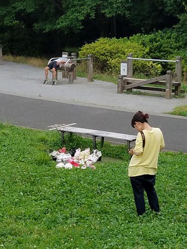 いくしゅんによる作品解説:この公園、いつ来てもだいたいへんな写真撮れる。