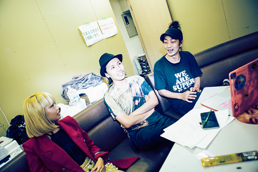 左から:エリイ、卯城竜太、林靖高