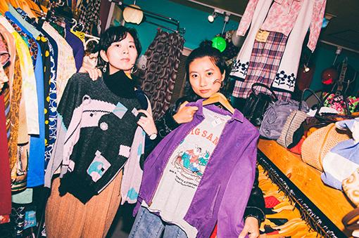 ナチュラルなテイストのユウキ(左)と、メンバーから強めのスタイルが似合うと表現されたユナ(右)がそれぞれ選んだ、店内で一番好みの服