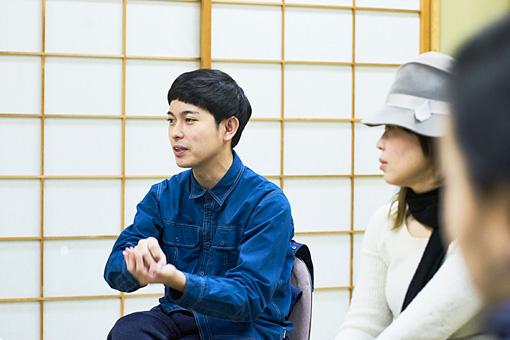 左:藤田貴大