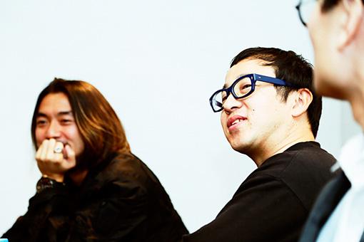 左から:田辺秀伸、スミス
