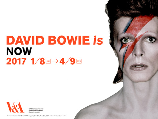 『DAVID BOWIE is』メインビジュアル。アルバム『Aladdin Sane』(1973年)のジャケットのアザーカットで、ジギー・スターダスト期のデヴィッド・ボウイをフィーチャーしている