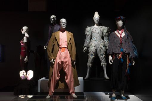 1970年代から90年代にかけての、デヴィッド・ボウイの衣装 / Photo by Shintaro Yamanaka(Qsyum!)
