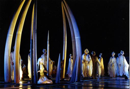 『アンティゴネ』(2004年)ギリシャ・デルフィ古代競技場での公演より ©田村尚子
