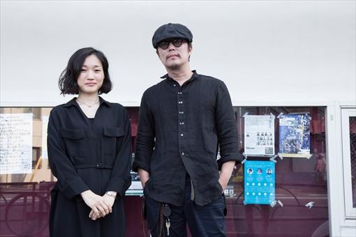 左から:水戸芸術館 音楽部門学芸員・高巣真樹、スガダイロー