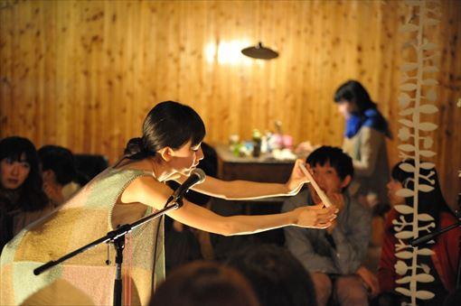 『マームと誰かさん 名久井直子さん(ブックデザイナー)とジプシー』撮影:橋本倫史