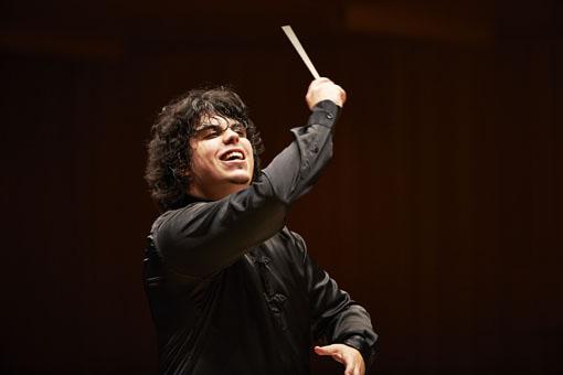 アンドレア・バッティストーニ(東京フィルハーモニー交響楽団 首席指揮者)©上野隆文