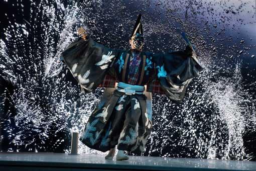 野村萬斎×真鍋大度「FORM」 東京国際フォーラム開館20周年記念事業『J-CULTURE FEST』 Photo by Hiroyuki Takahashi/NEP