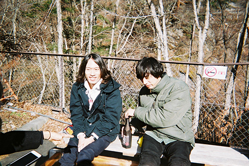 左から:大塚智之、藤村頼正 / シャムキャッツ Tumblr「WITH A BAND」より