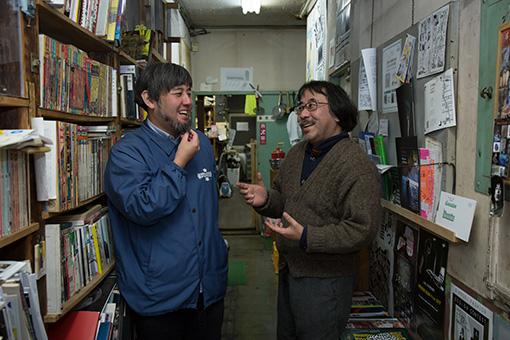 左から、出口亮太(長崎市チトセピアホール館長)、岸野雄一