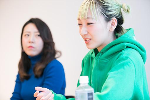 左から:山田佳奈(□字ック)、あっこゴリラ
