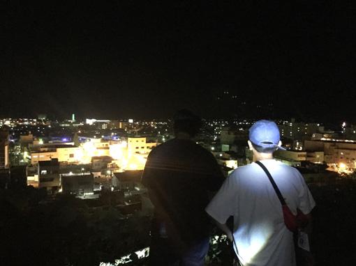 『MIDNIGHT WALK tour in ISHINOMAKI』(2017年) / 深夜、石巻の街を歩き、昼間には見えない景色や作品を見てまわるツアーを開催した