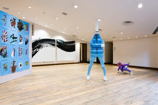 『SIDE CORE-日本美術とストリートの「感性」』 / SIDE CORE1回目の展示風景(左から松岡亮、井上純、小畑多丘の作品が並ぶ)