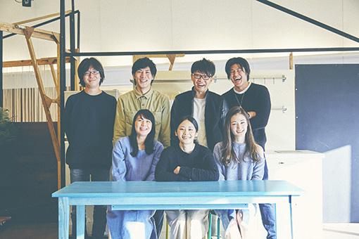 ロロメンバー 上段左から:三浦直之、篠崎大悟、亀島一徳、板橋駿谷 下段左から:望月綾乃、森本華、島田桃子