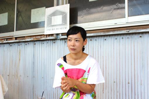 8月に、三重県「私立大室美術館」にて取材中の中谷ミチコ