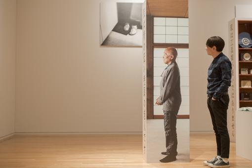 展示室にある等身大の谷川俊太郎の写真