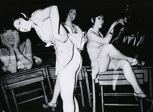 『キャバレーの看板 銀座』「東京 都市の闇を幻視する」より 1971年 ゼラチン・シルバー・プリント