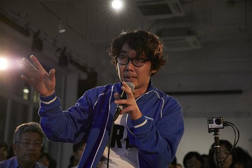 6月に開催された『trialog』Vol.1でトークする若林 撮影:西村廣起