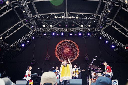 jizue feat.元ちとせ。『FUJI ROCK FESTIVAL '18』にて