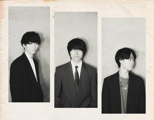Re:name(リネーム)<br>2016年 大阪の北摂エリアにて結成されたポップロックバンド。メンバーは高木一成(Vo, Ba)、Soma(Gt, Cho)、ヤマケン(Dr, Cho)の3人。2016年にファーストEP『Re:start』でデビューを果たし、同年ファーストシングル『Forward/Somebody Like You』をリリースする。以降、コンスタントに作品を発表しながら精力的にライブを行い、2020年11月にはHAEDLINEの新レーベル
