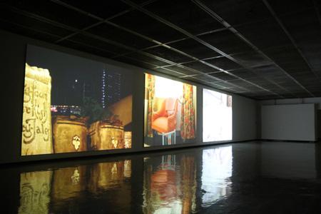 『さわひらき Whirl』展示風景『Going Places Sitting Down』2004