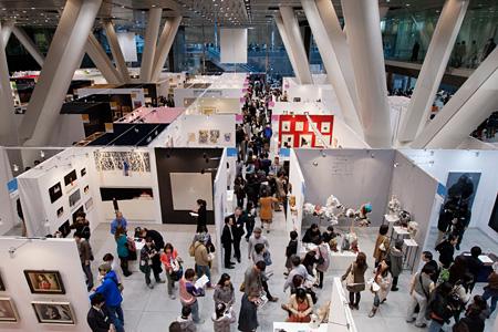 『アートフェア東京2012』会場風景 ©アートフェア東京2012 / 撮影:岩下宗利