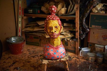 本濃研太の段ボール彫刻作品