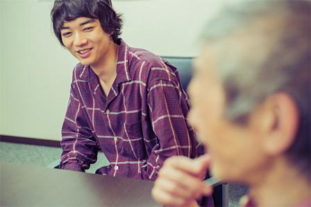 左奥:染谷将太