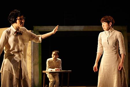 小野寺修二演出『異邦人』より photo:Shinsuke Sugino