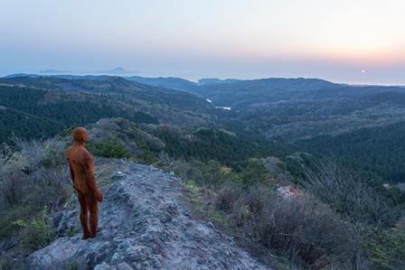 『ANOTHER TIME XX』Antony Gormley, 2013年 撮影:久保貴史 ©国東半島芸術祭実行委員会