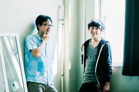 左から:大谷能生、藤田貴大