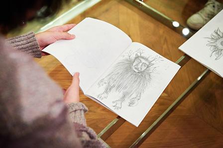 hozzyがキャンパスノートに描いた、MV内に登場するイラスト