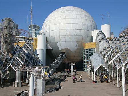湘南台文化センター(1990年 / 長谷川逸子)『だれも知らない建築のはなし』 ©Tomomi Ishiyama