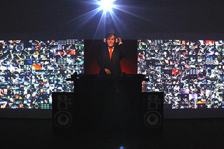 『われらの時代:ポスト工業化社会の美術』 宇川直宏『DJ JOHN CAGE & WORLDWIDE DJS』展示風景