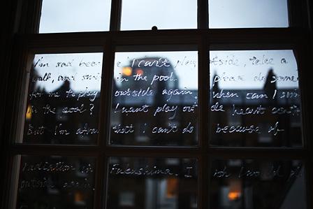 『スペクトラム―いまを見つめ未来を探す』展 出展作家:栗林隆 参考作品『INVISIBLE』(2013)Chelsea College of Art and Design, London UK
