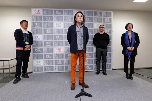 授賞式に合わせて審査員による講評が行われた。左から、齋藤精一(ライゾマティクス代表取締役)、塩田周三(ポリゴン・ピクチュアズ代表取締役)、森弘治(アーティスト)、四方幸子(キュレーター)